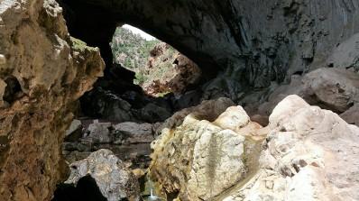 Hiking Arizona. Tonto Natural Bridge.